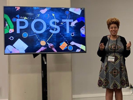 Photo of presenter Aisha Moore at NHPC 2019 social media lab